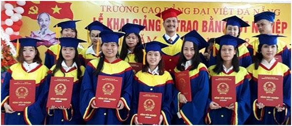 Tại sao nhiều người muốn làm bằng cao đẳng Đại Việt Sài Gòn 02